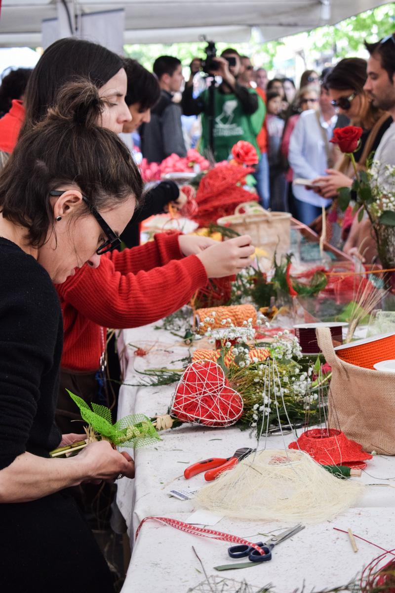Štand na kome se prodaju ruže