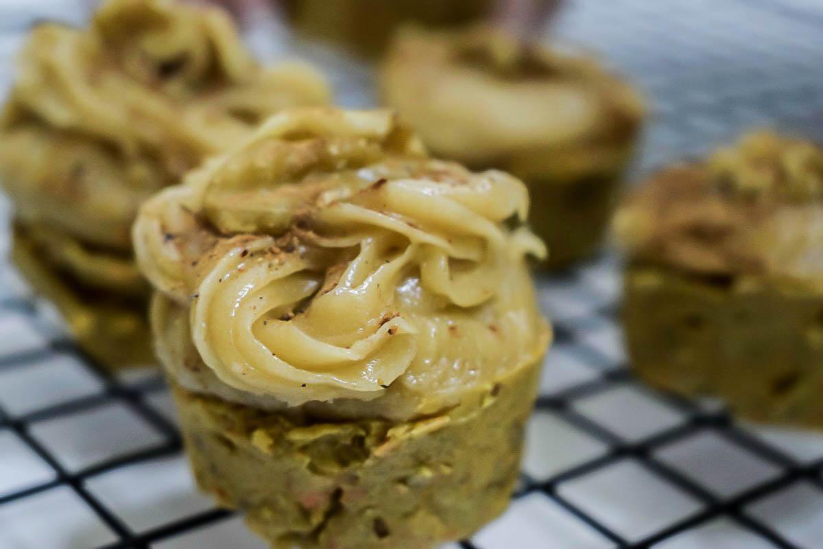 Zdravi kolač od šargarepe sa kremom od indijskih oraha