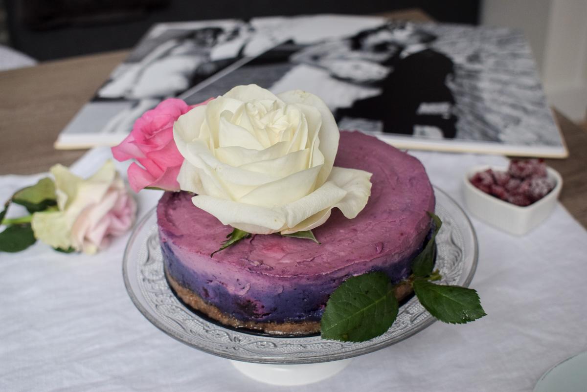 Elegantna torta sa borovnicama i malinama